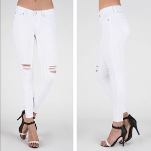 Denim - JUST IN!⭐️💕White Distressed Skinny Jeans!